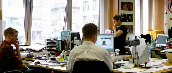 ilustrasi persaingan di kantor