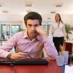 9 Bahaya Duduk Terlalu Lama di Tempat Kerja
