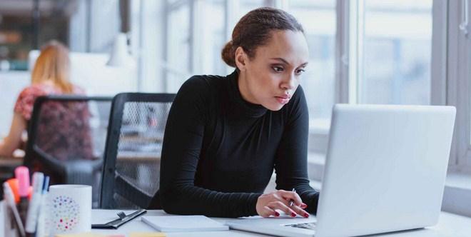 Ilustrasi menghadapi karyawan introvert