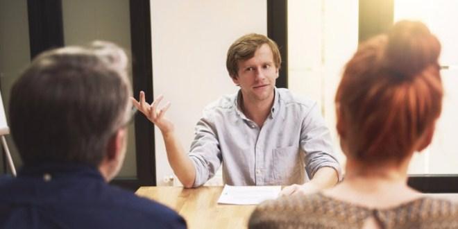 Ilustrasi mewawancarai calon manajer penjualan